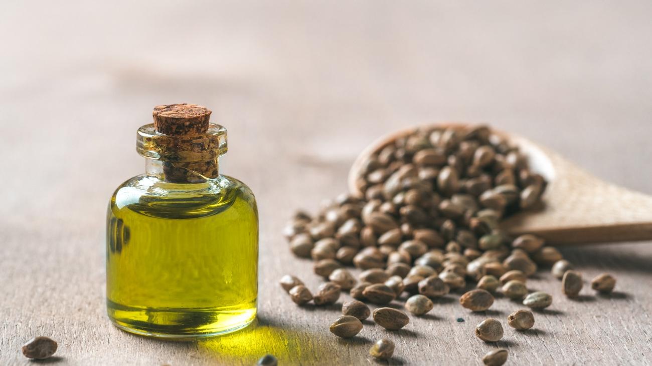 hemp-seeds-and-hemp-oil-copy-space-L3VSCK7